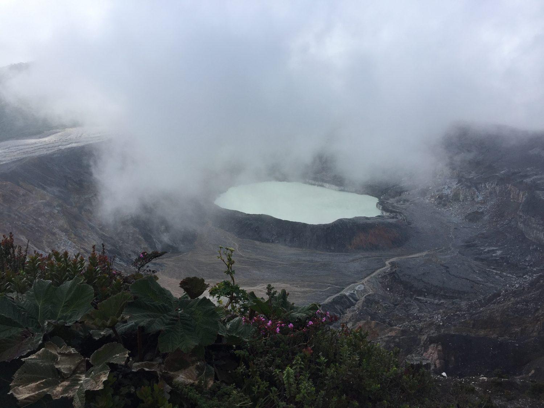 cratère du volcan Poás au costa rica