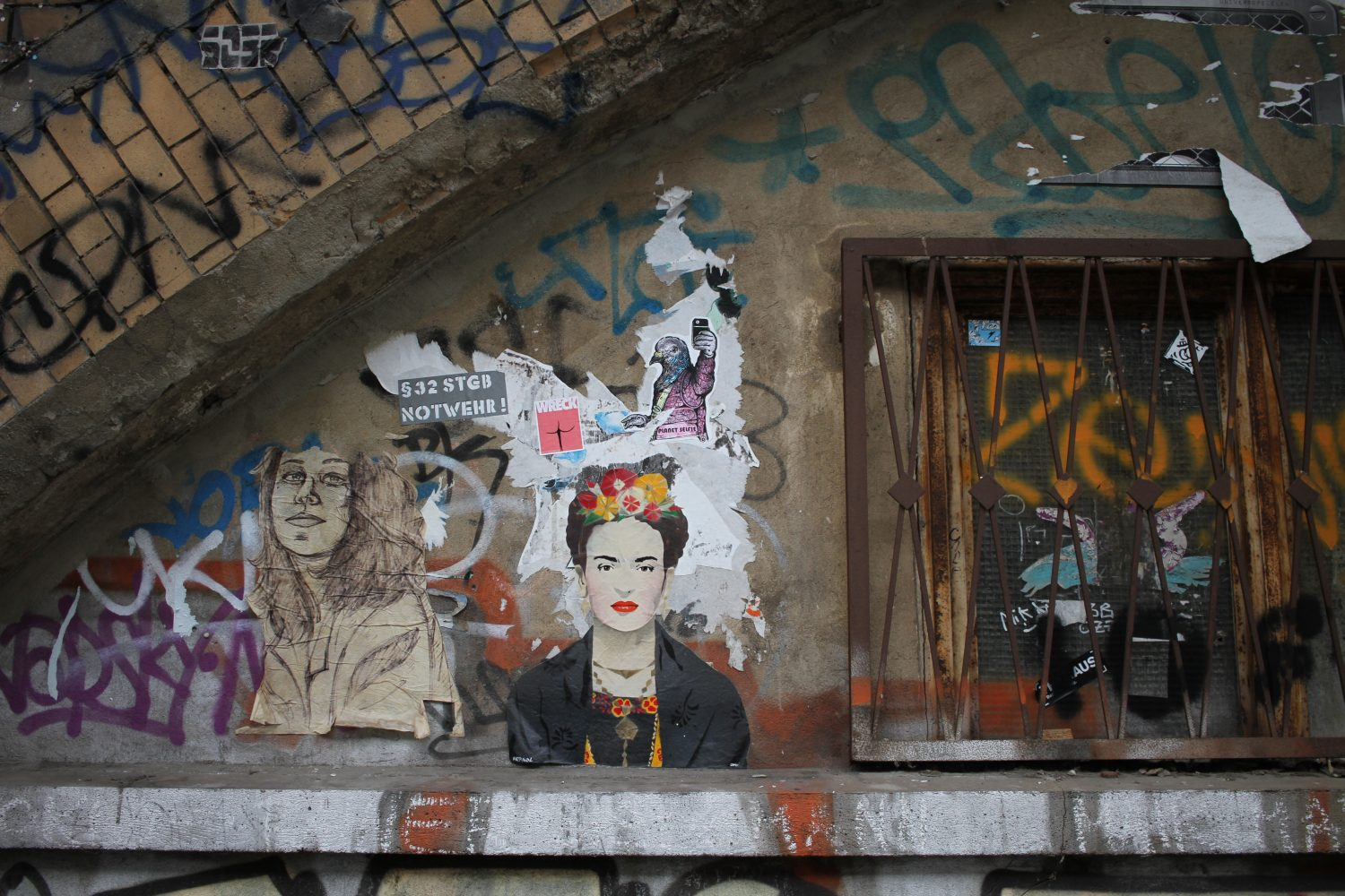 frida kahlo street art berlin