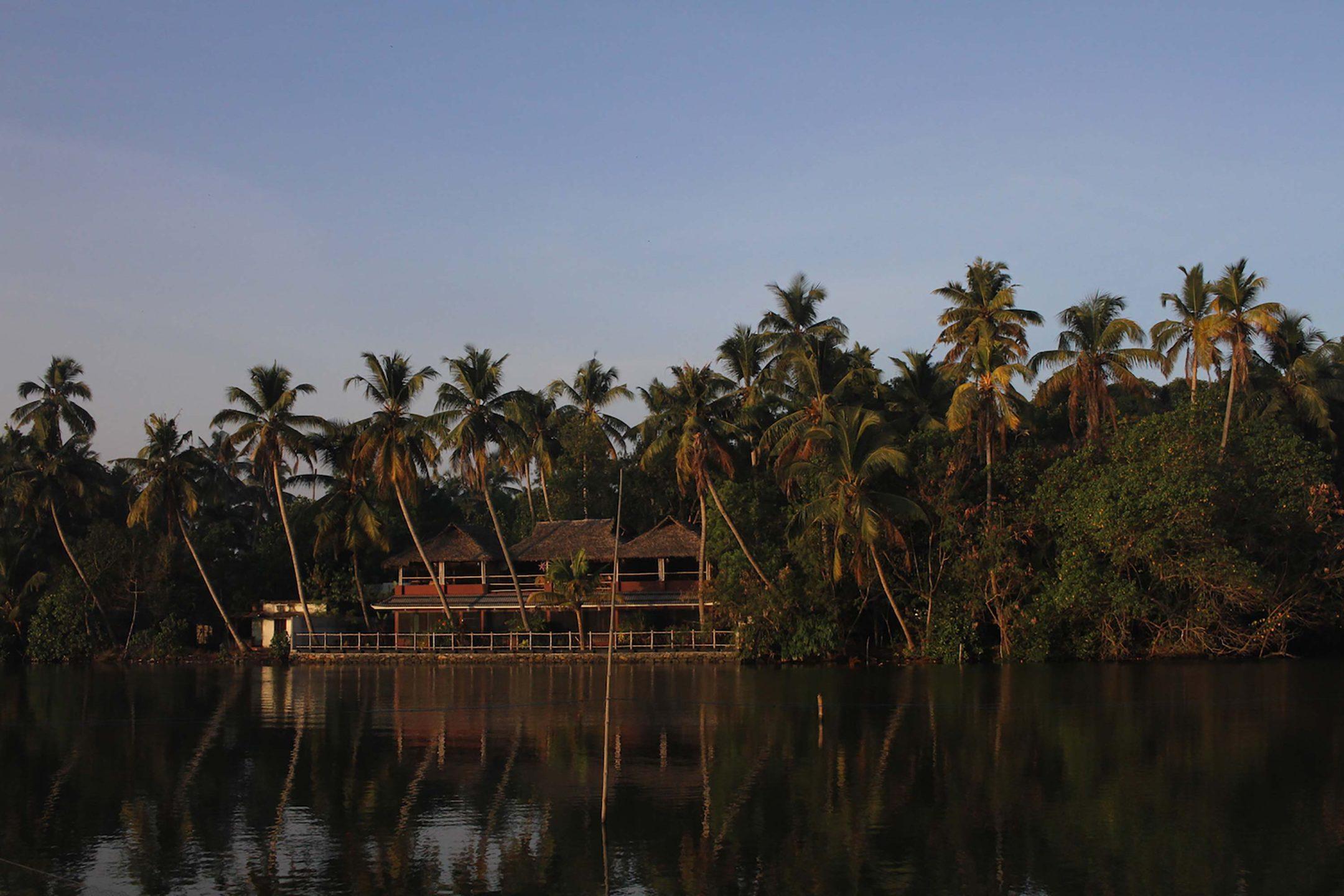 vala house backwaters Cherai beach