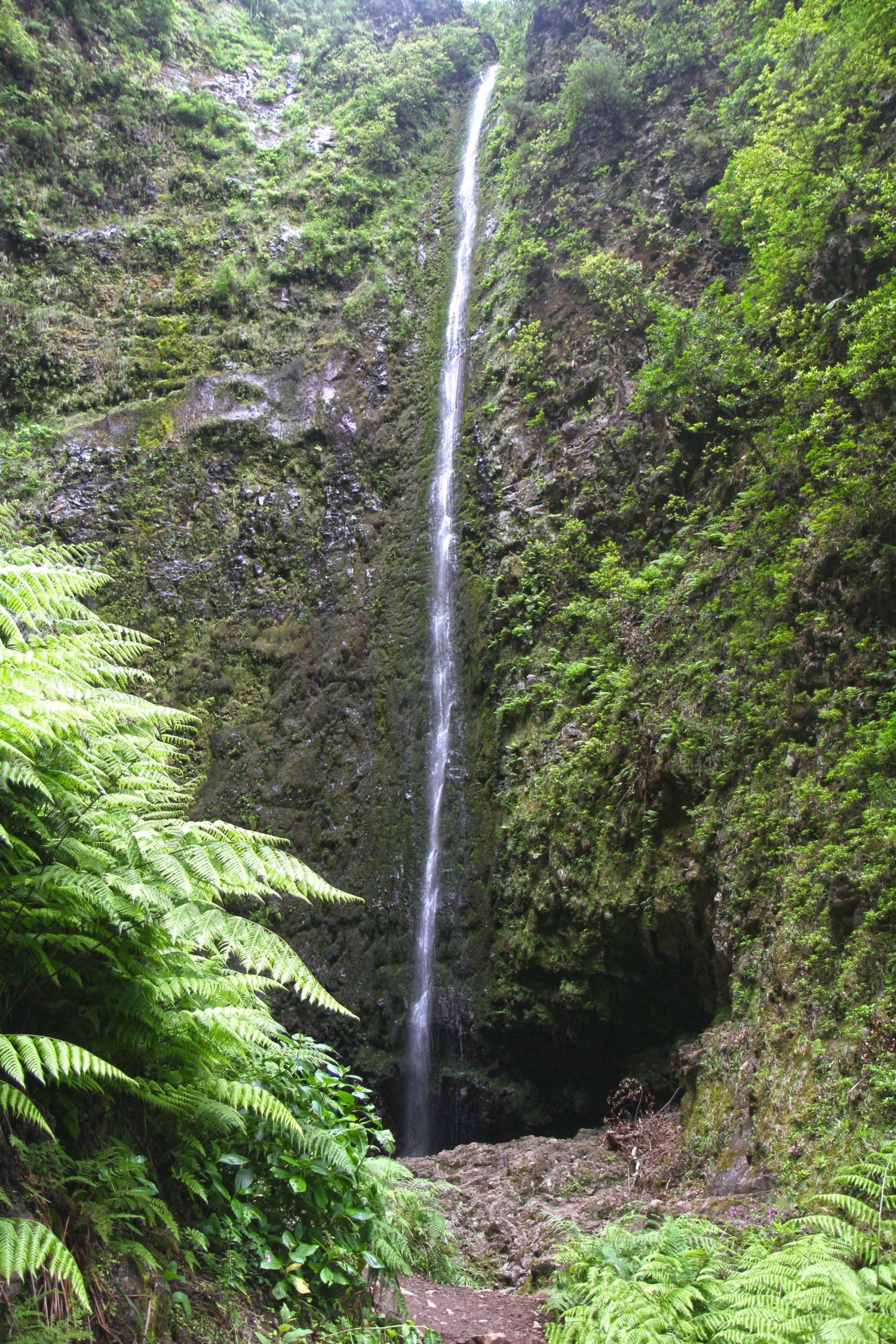 Madère randonnée du Caldeirao Verde cascade