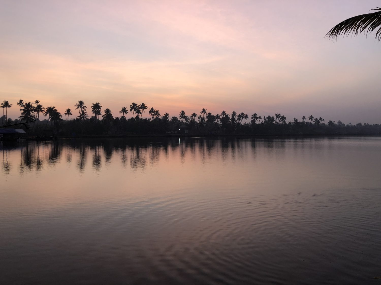 lever du soleil sur les backwaters
