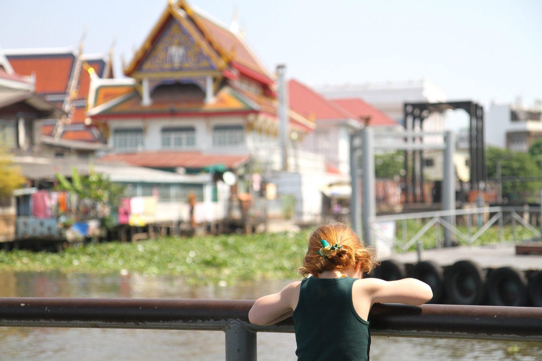 Sur les bords du fleuve à Bangkok