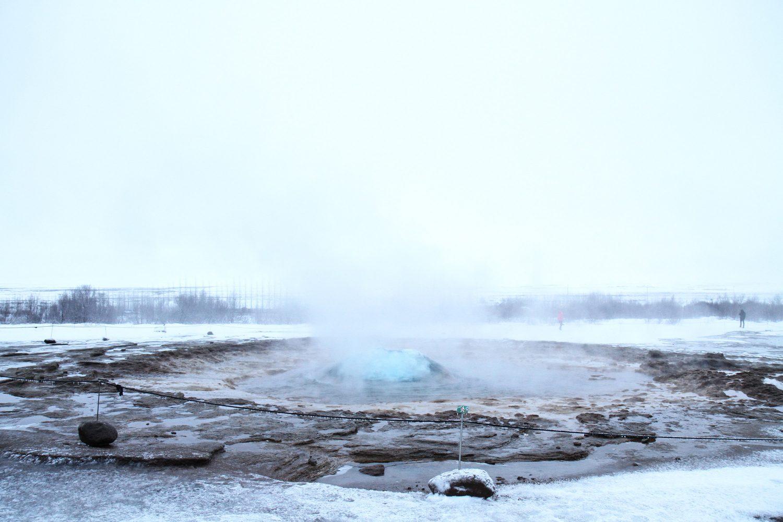 éruption de geyser en islande