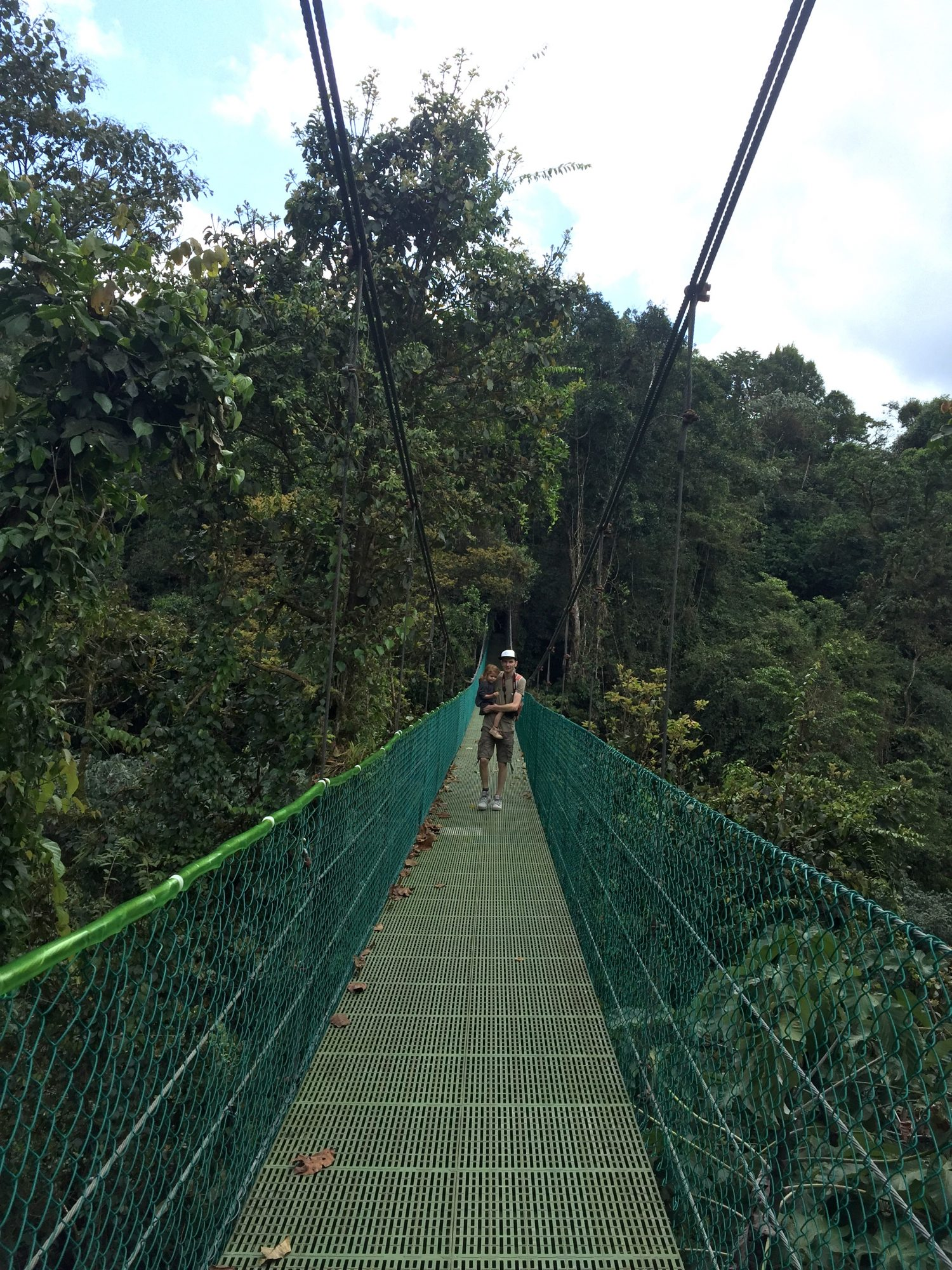 Ponts suspendus dans la jungle d'arenal au costa rica